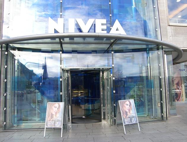 Nivea Haus am Jungfernstieg Hamburg gebo 1
