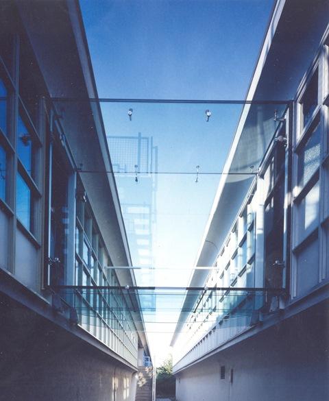 Glasbrücke Rotterdam mit AK A Halter